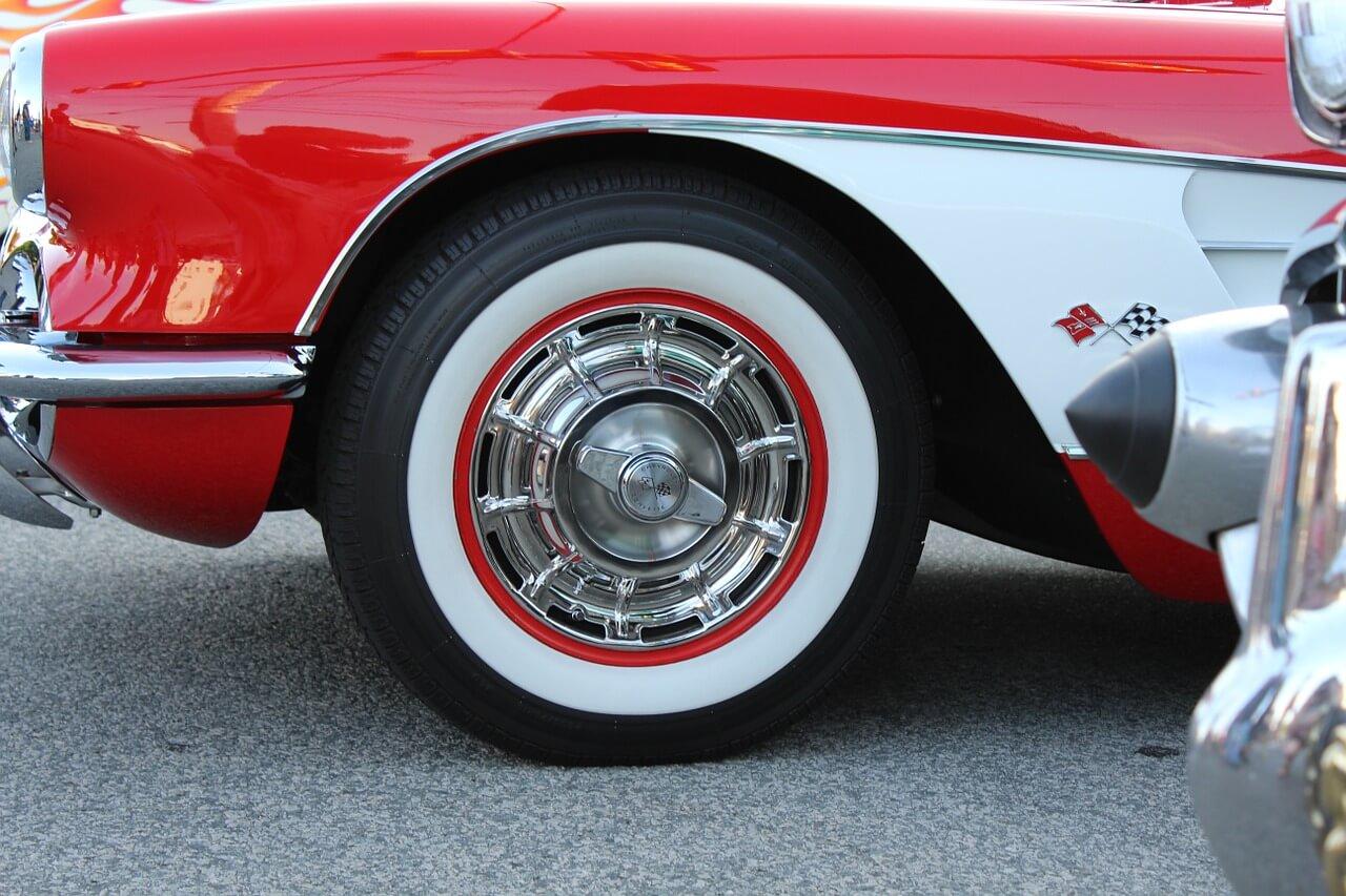 Reifen-mit-weißer-Schrift-White-Letter-Reifen